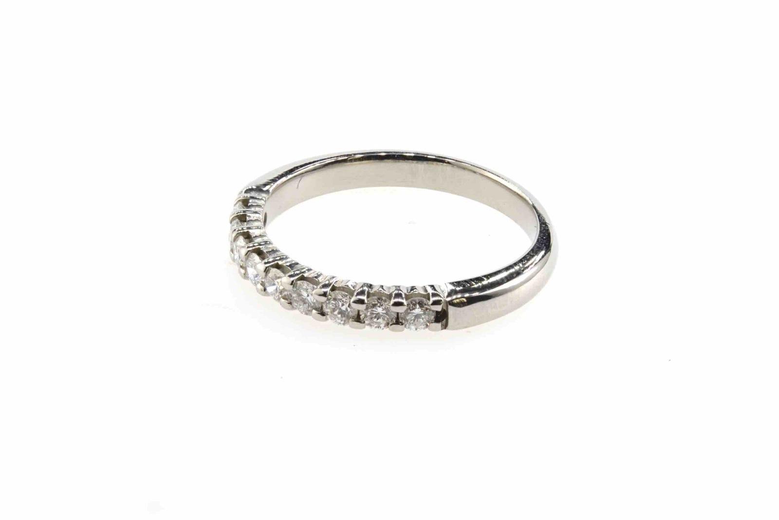 Alliance diamants demi-tour en or blanc 18k