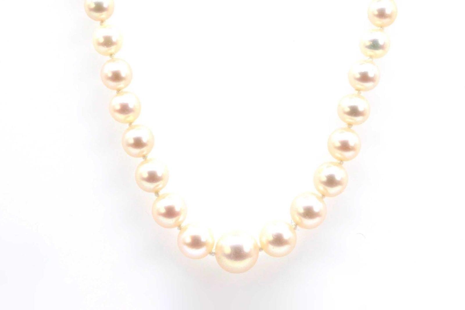Collier de perles de cultures fermoir en or 18k