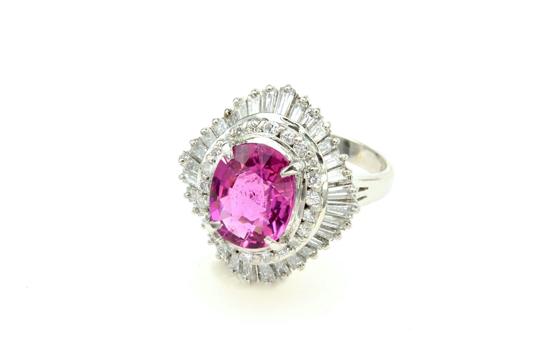 Bague tourmaline rose et diamants baguettes en platine