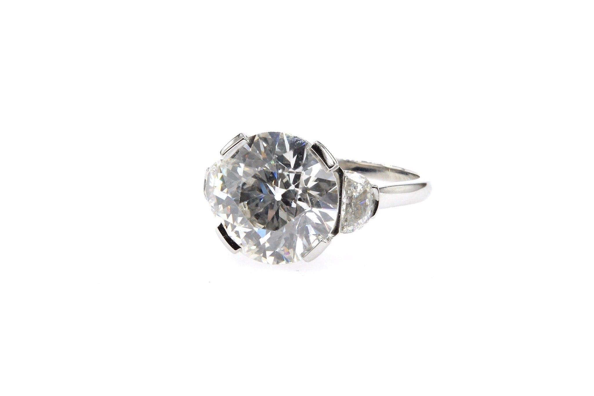 bague diamant de 5,50 carats et diamants demi-lune