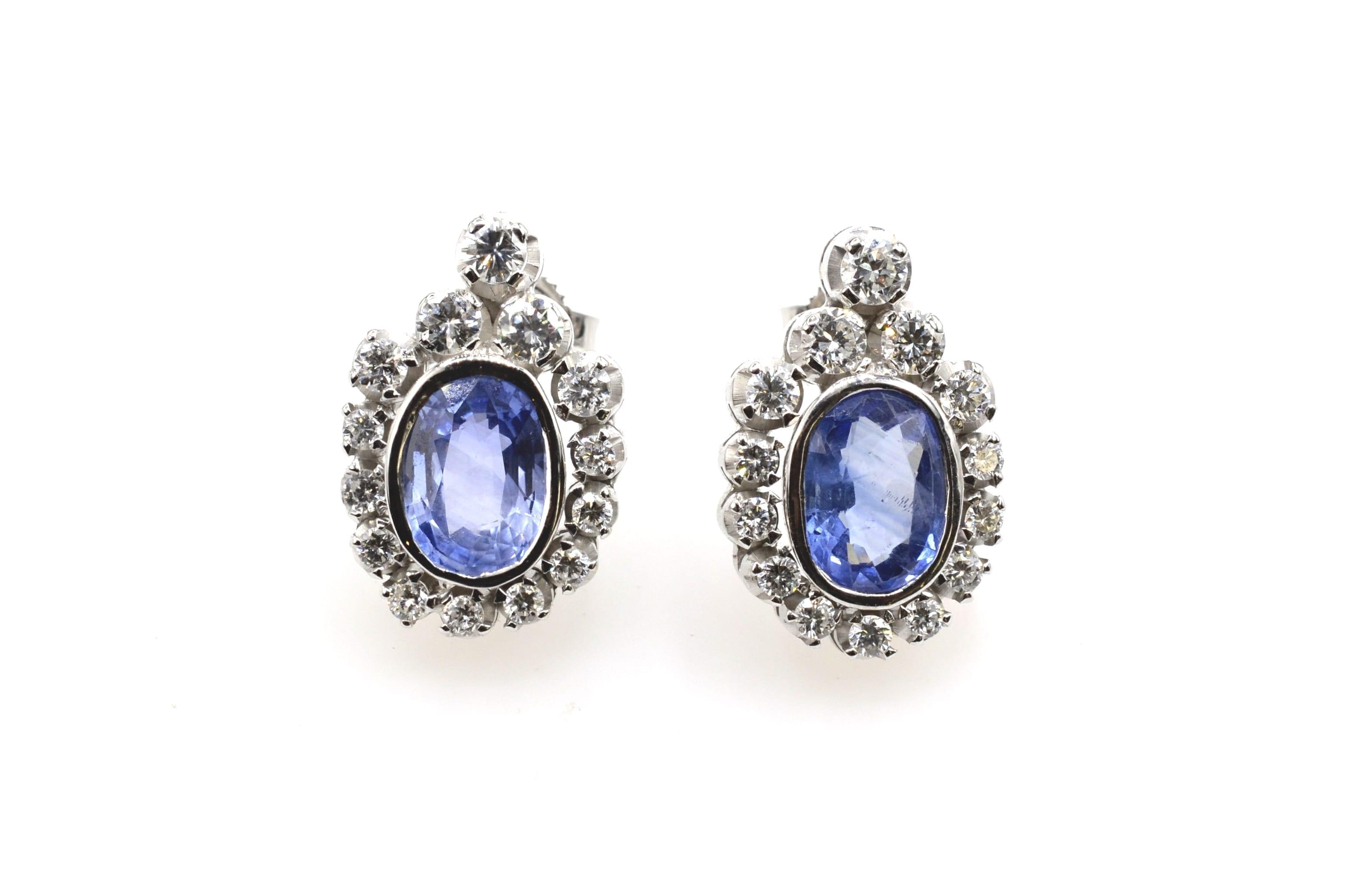 Boucles d'oreilles saphirs et diamants en or blanc 18k