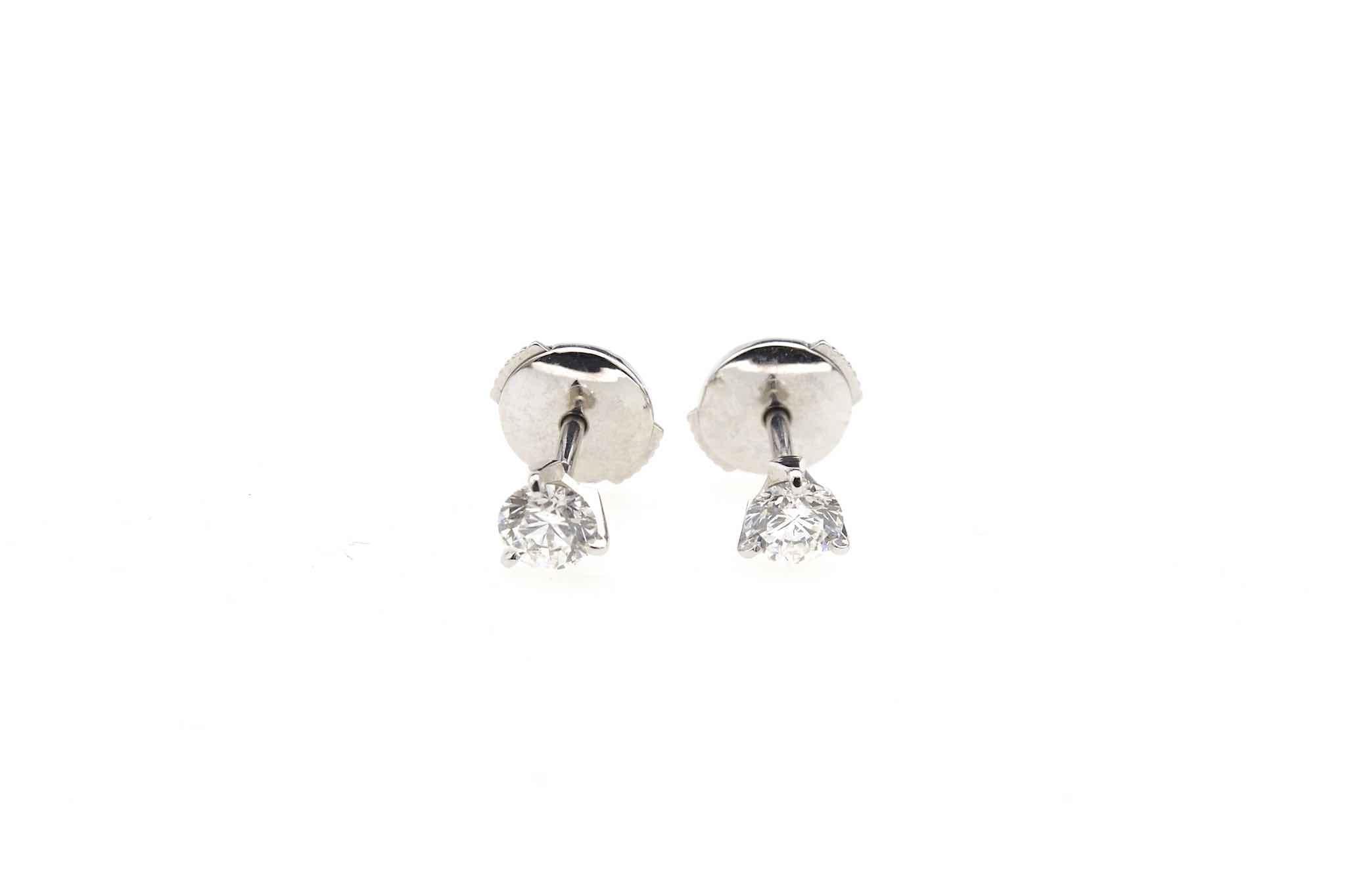 Boucles d'oreilles puces diamants en or 18k