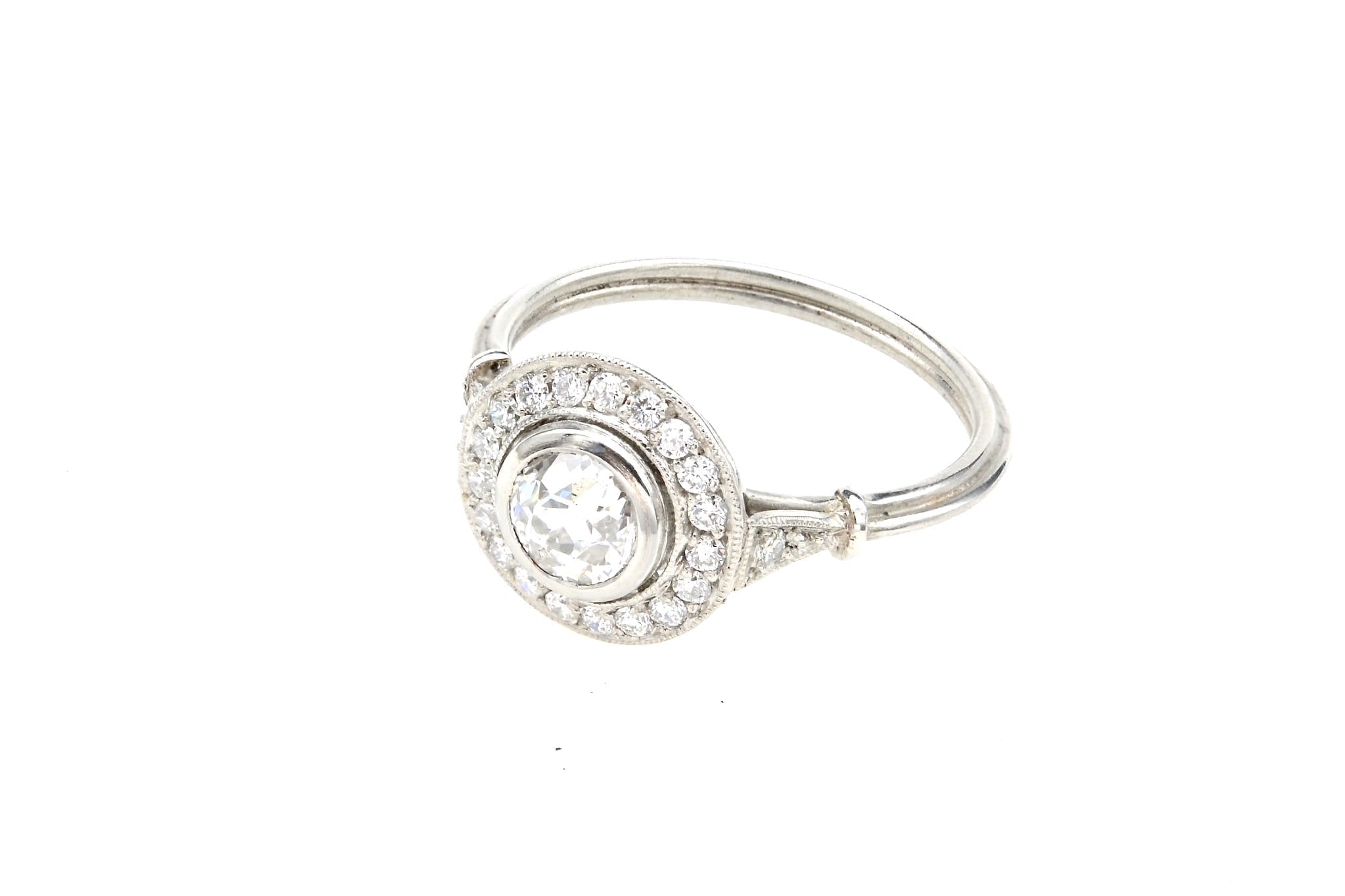 Bague ronde de style ancien diamants en platine