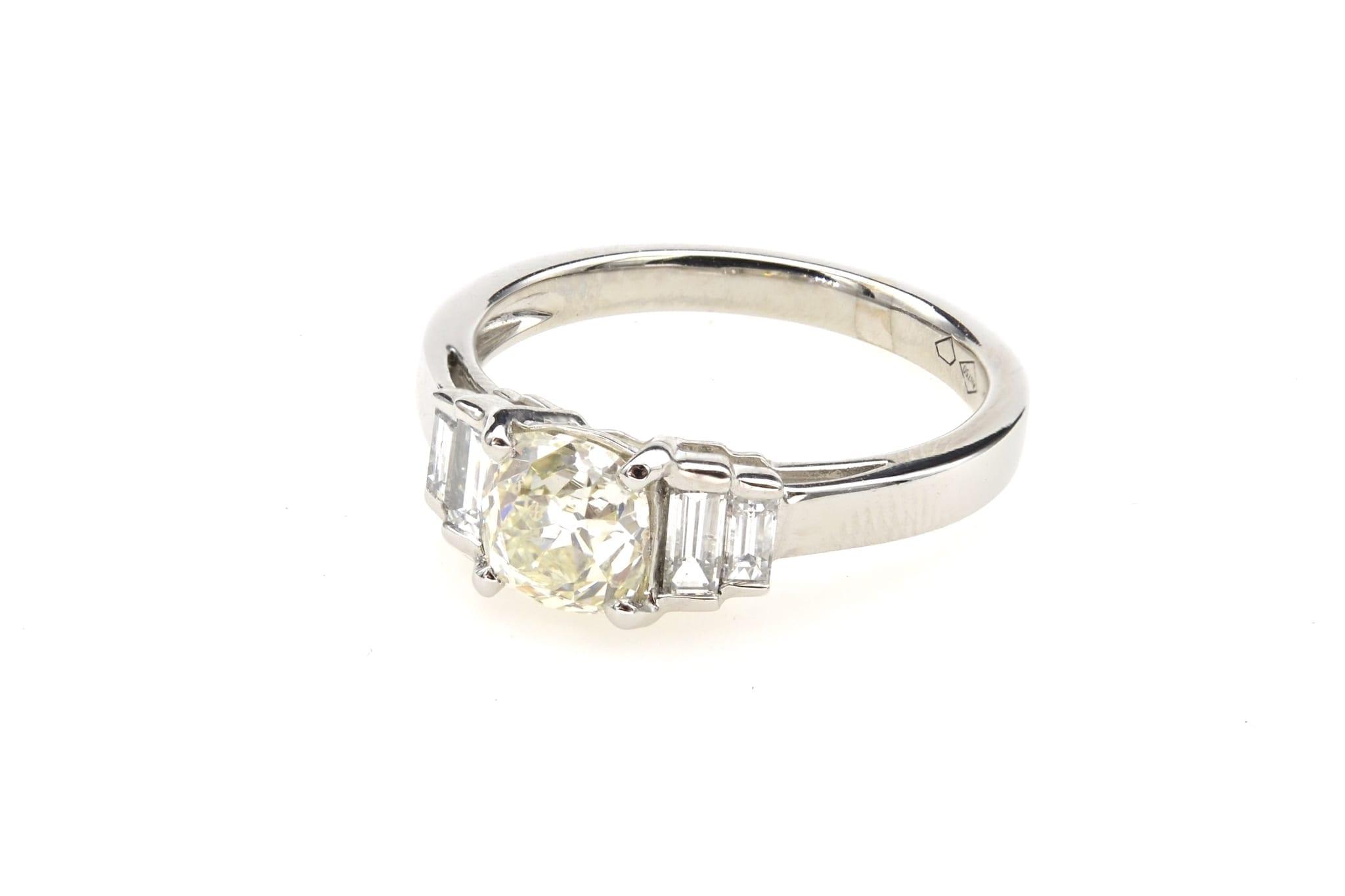 Bague diamant et baguettes en or blanc 18k