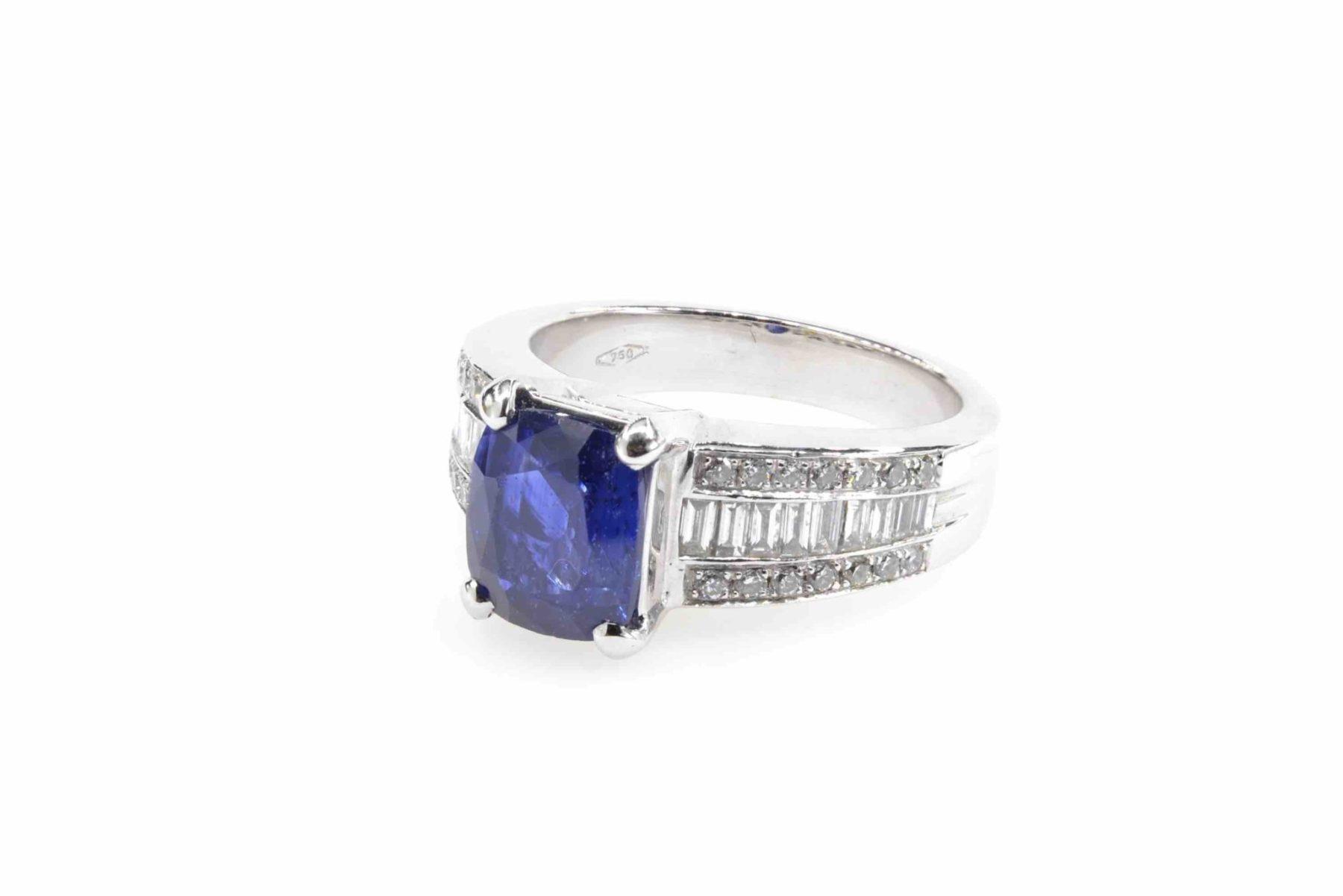 Bague saphir et diamants baguette en or blanc 18k