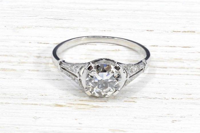 Bague solitaire diamant Art Déco en platine