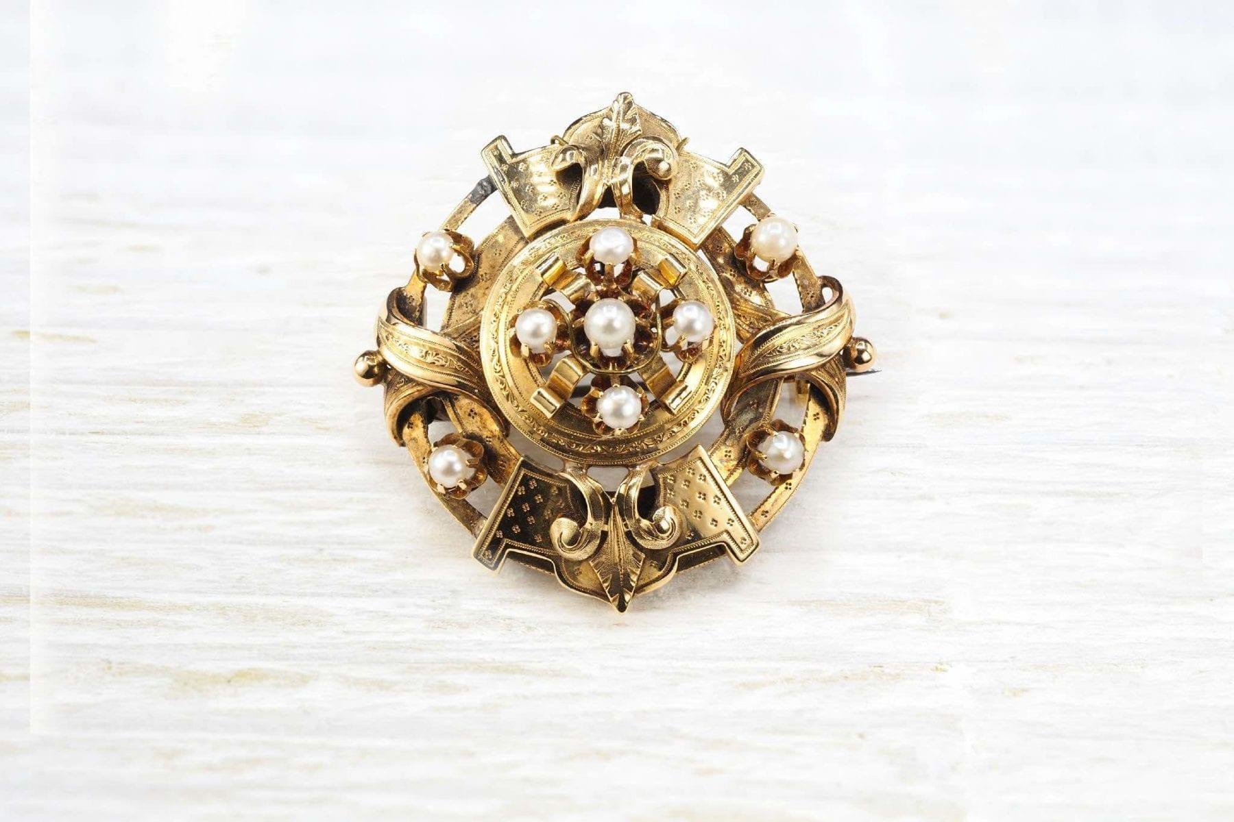broche napoléon III or jaune et perles