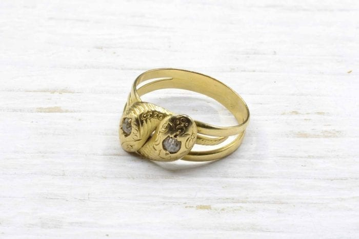 Bague serpent et diamants en or jaune 18k