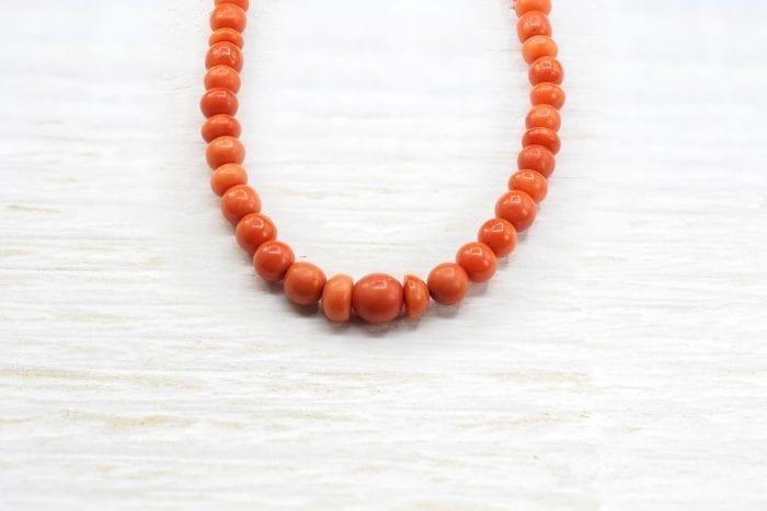 Collier de perles de corail