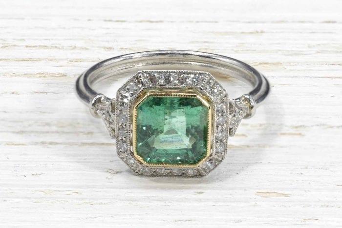 Bague ancienne émeraude et diamants en platine