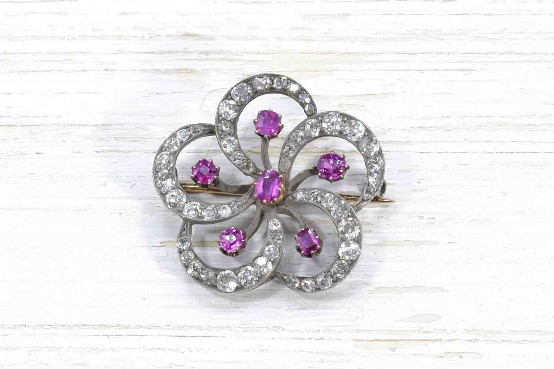Broche rubis et diamants