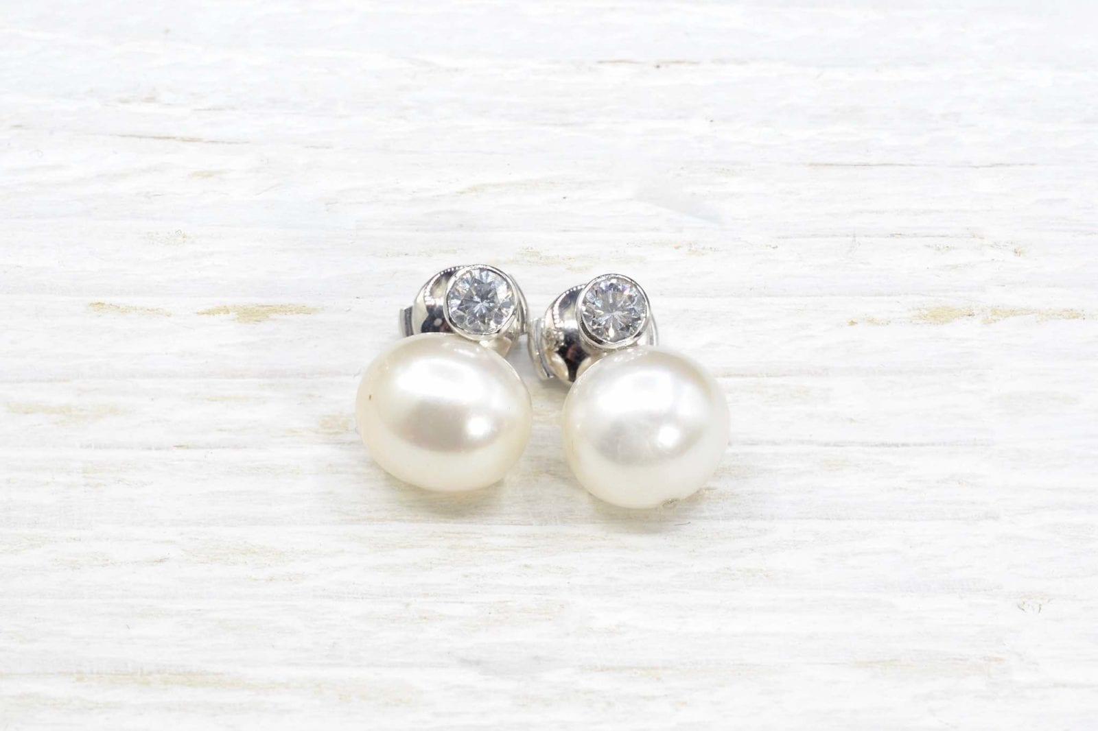 Boucles d'oreilles perles et diamants en or blanc 18k.