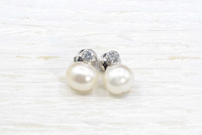 Boucles d'oreilles en or blanc 18k perles et diamants