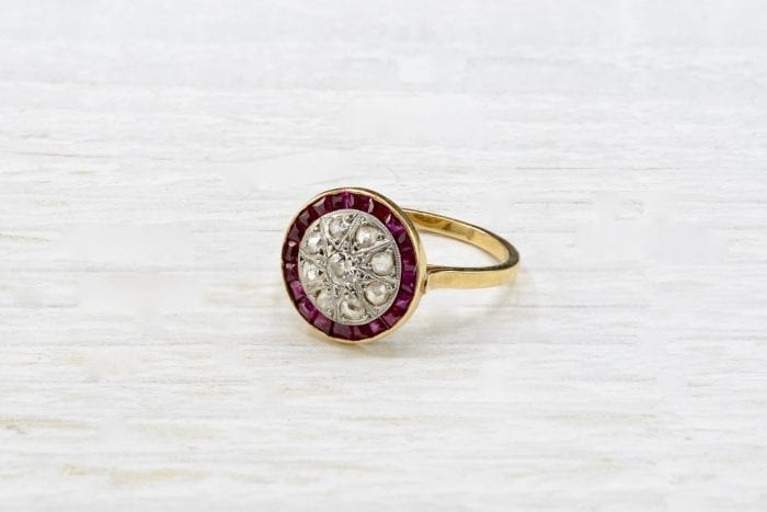 Bague Art Déco rubis et diamants en or jaune 18k
