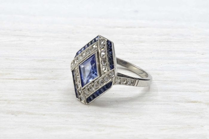 Bague losange saphir et diamants en platine
