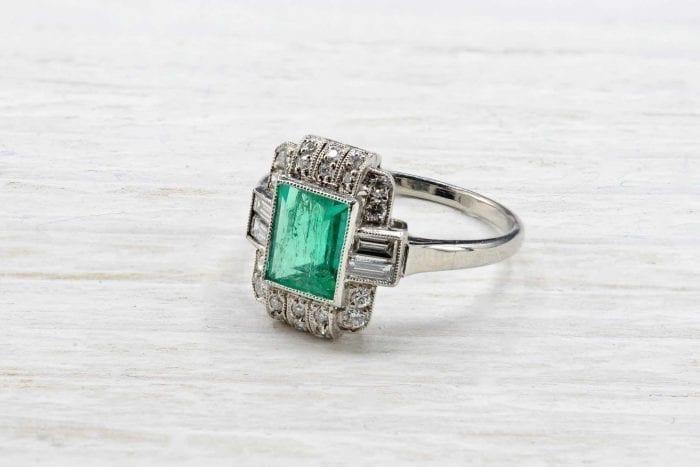 Bague 1930 émeraude et diamants en platine
