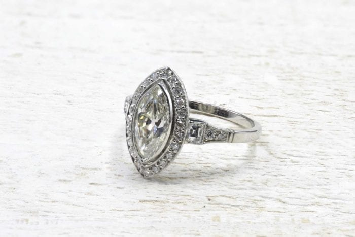 Bague diamant navette en platine
