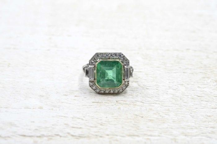 Bague Art Déco émeraude et diamants paris