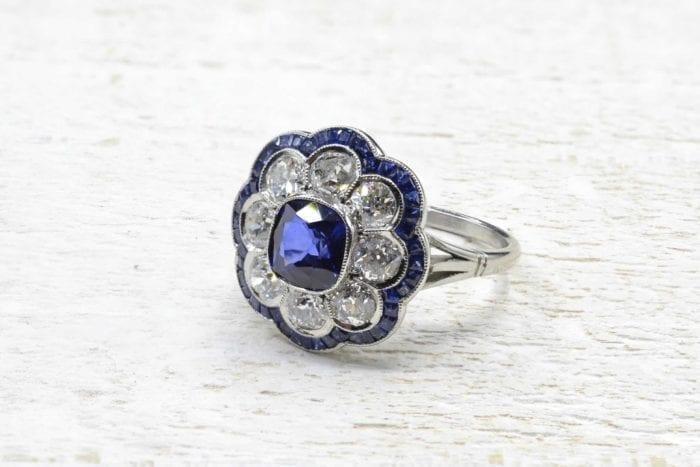 Bague fleur saphirs et diamants en platine