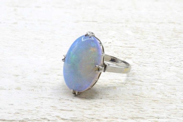 Bague ancienne opale en platine