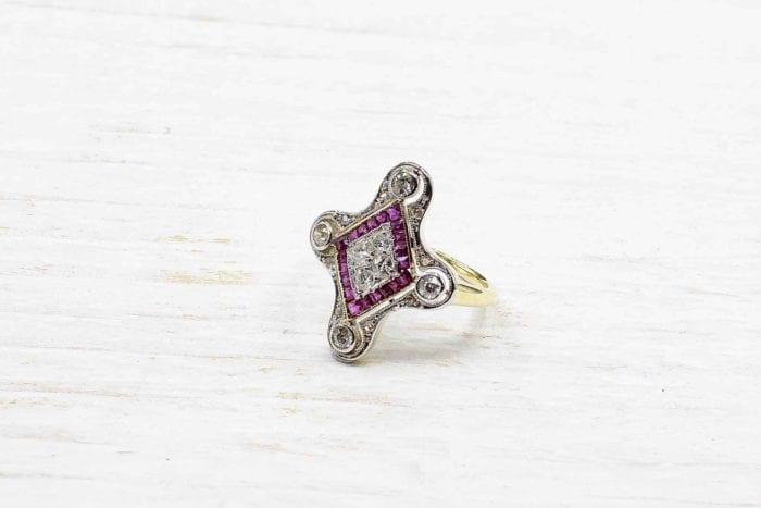 Bague Art-Déco rubis diamants en or jaune 18k