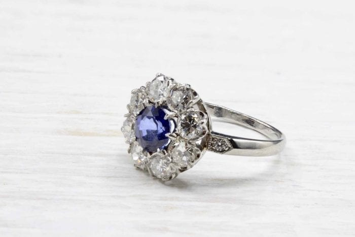 Bague marguerite saphir et diamants en platine
