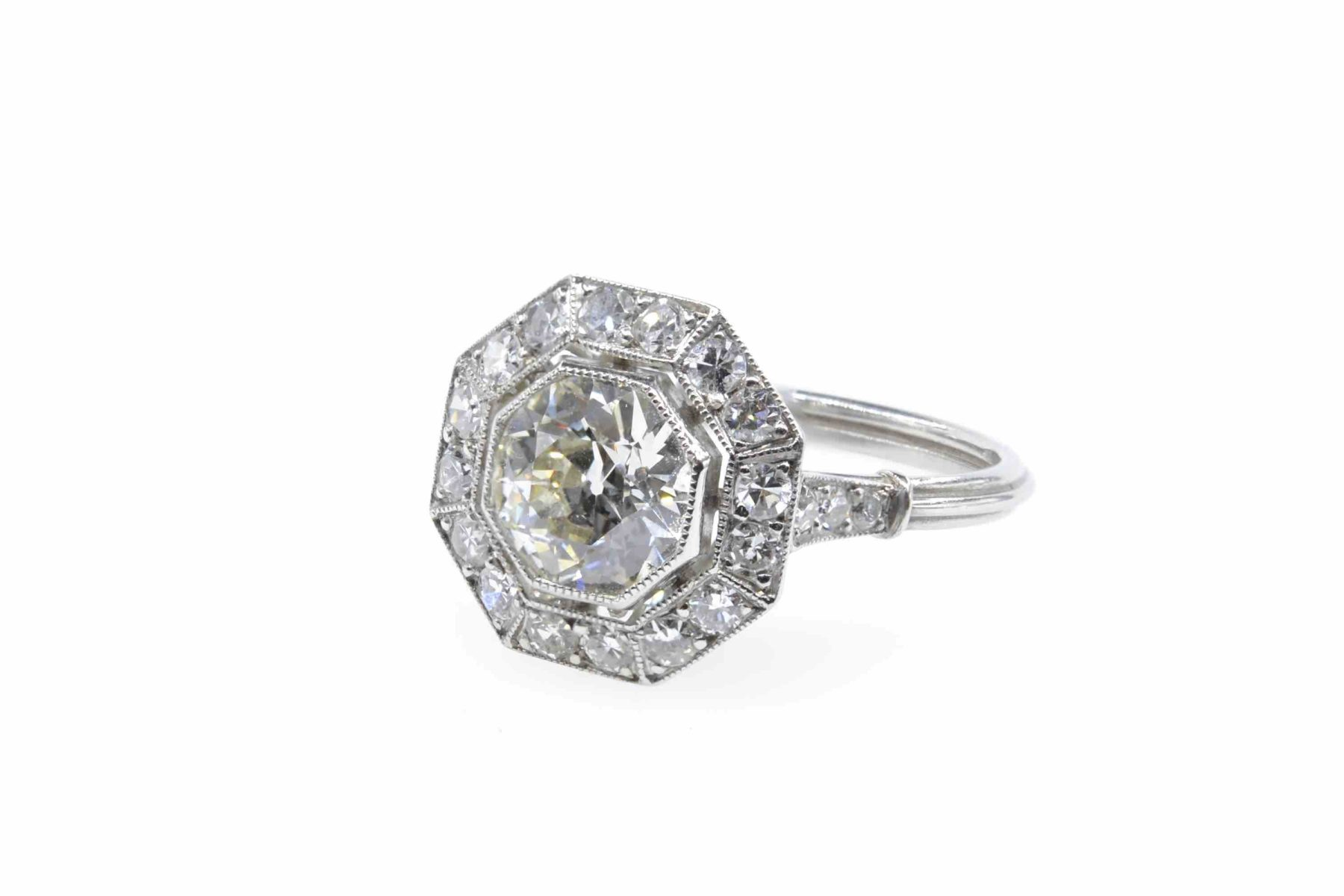 bague ancienne diamant central
