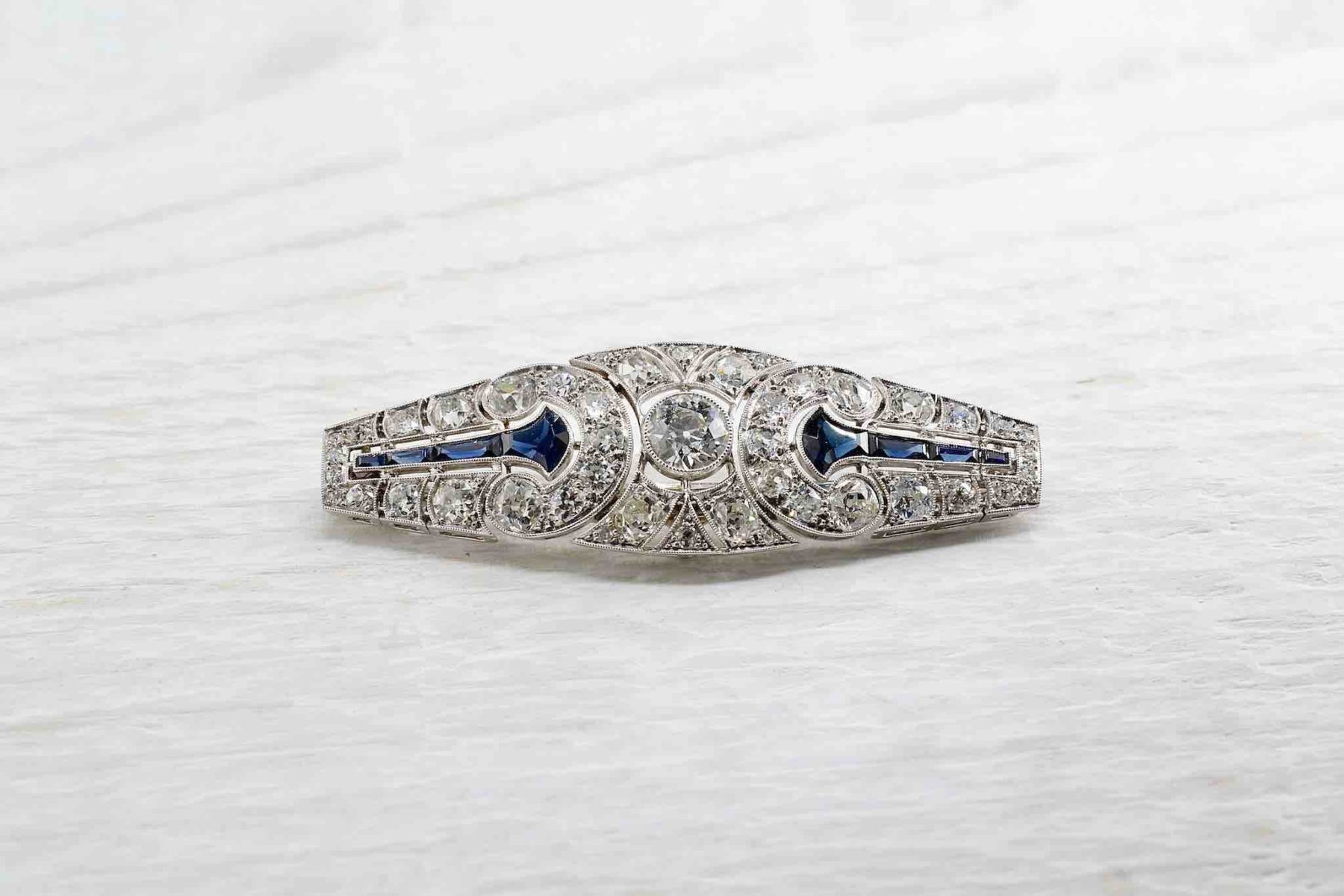 Broche Art Déco platine diamants et saphirs