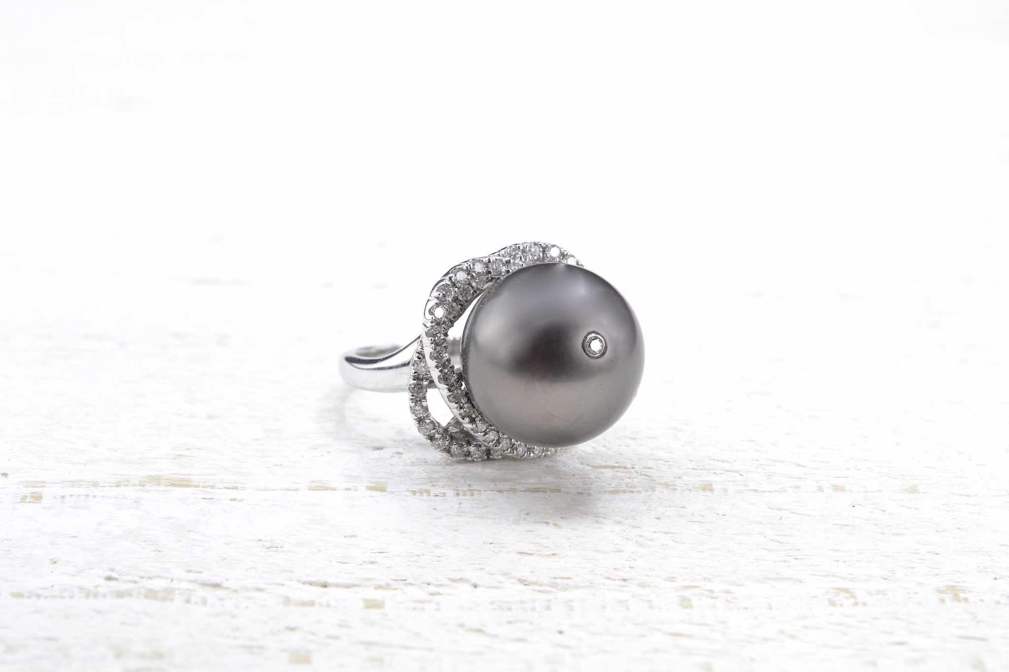 bague perles et diamants sur or 18k