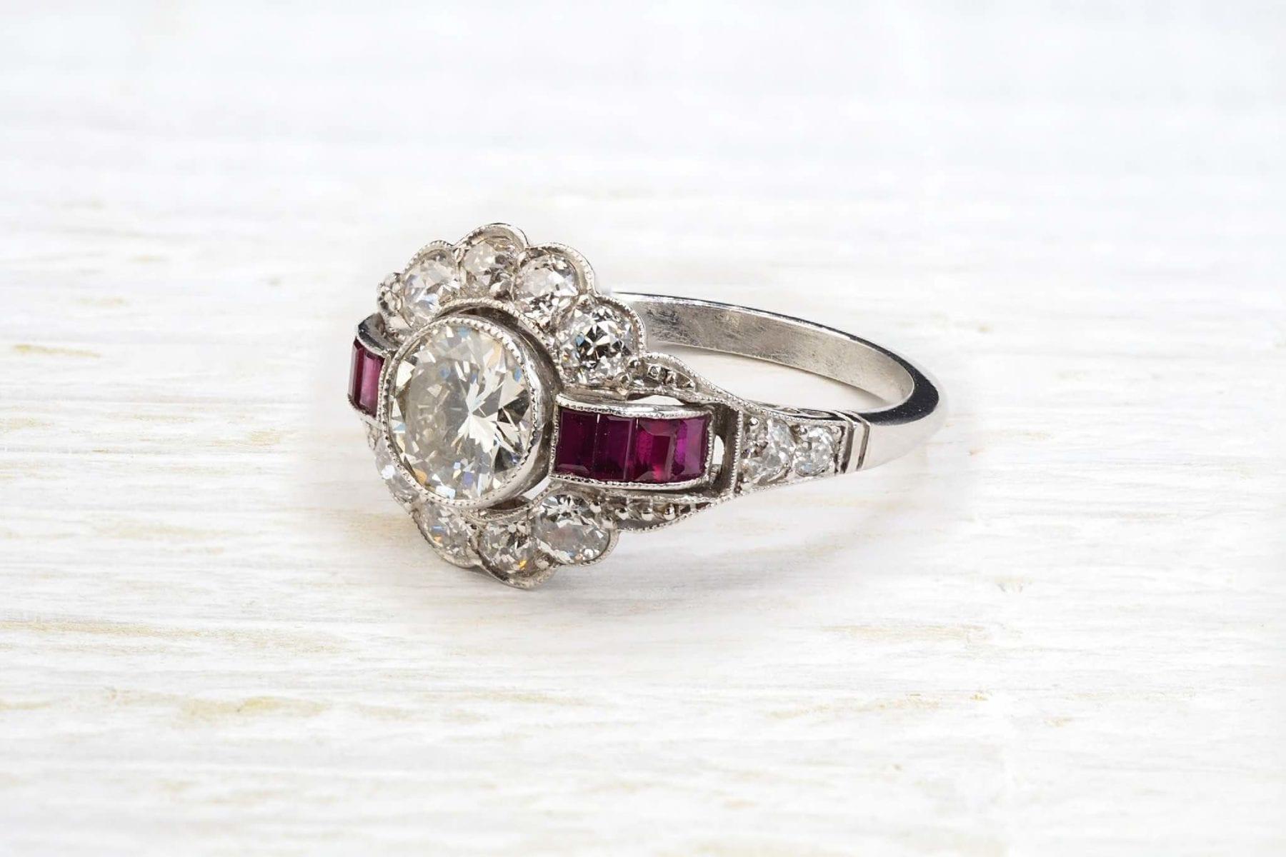 bague art déco rubis diamants