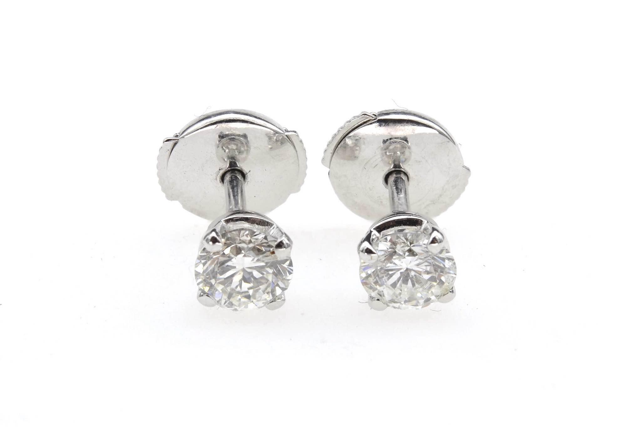 Boucles d'oreilles puces diamants en or blanc 18k