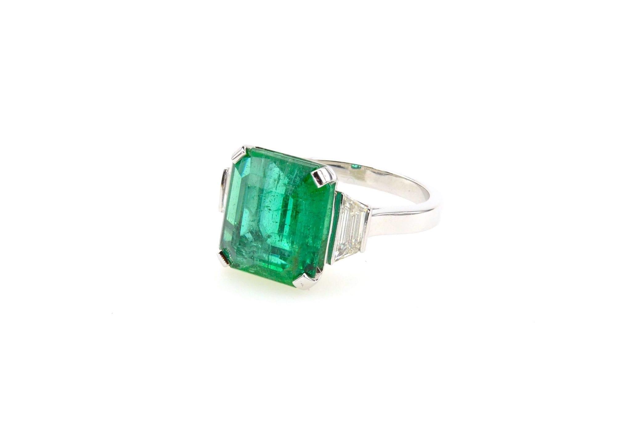 Bague émeraude diamants trapèzes en platine