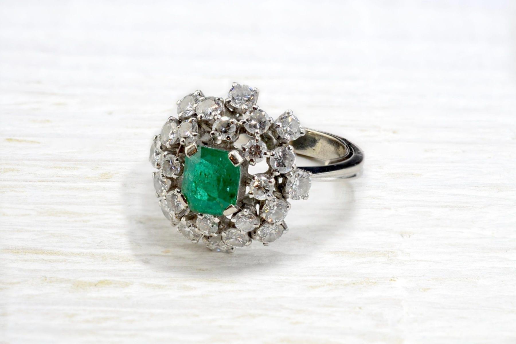 Bague 1960 émeraude et diamants en or blanc 18k