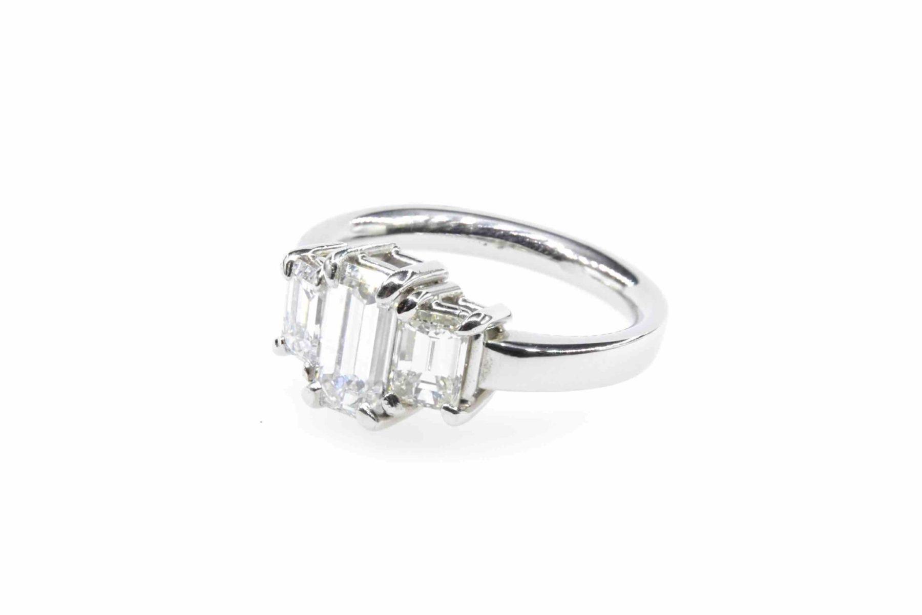 Bague diamants de taille émeraude