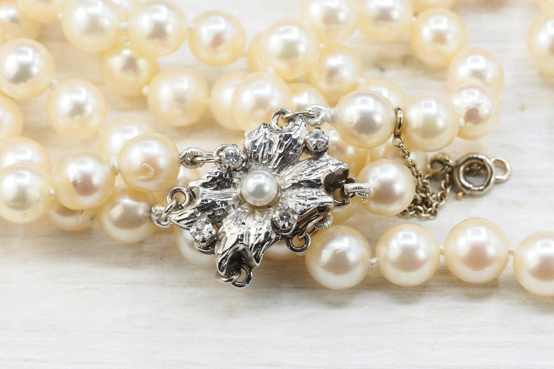 Collier de perles de culture trois rangs et or blanc 18k