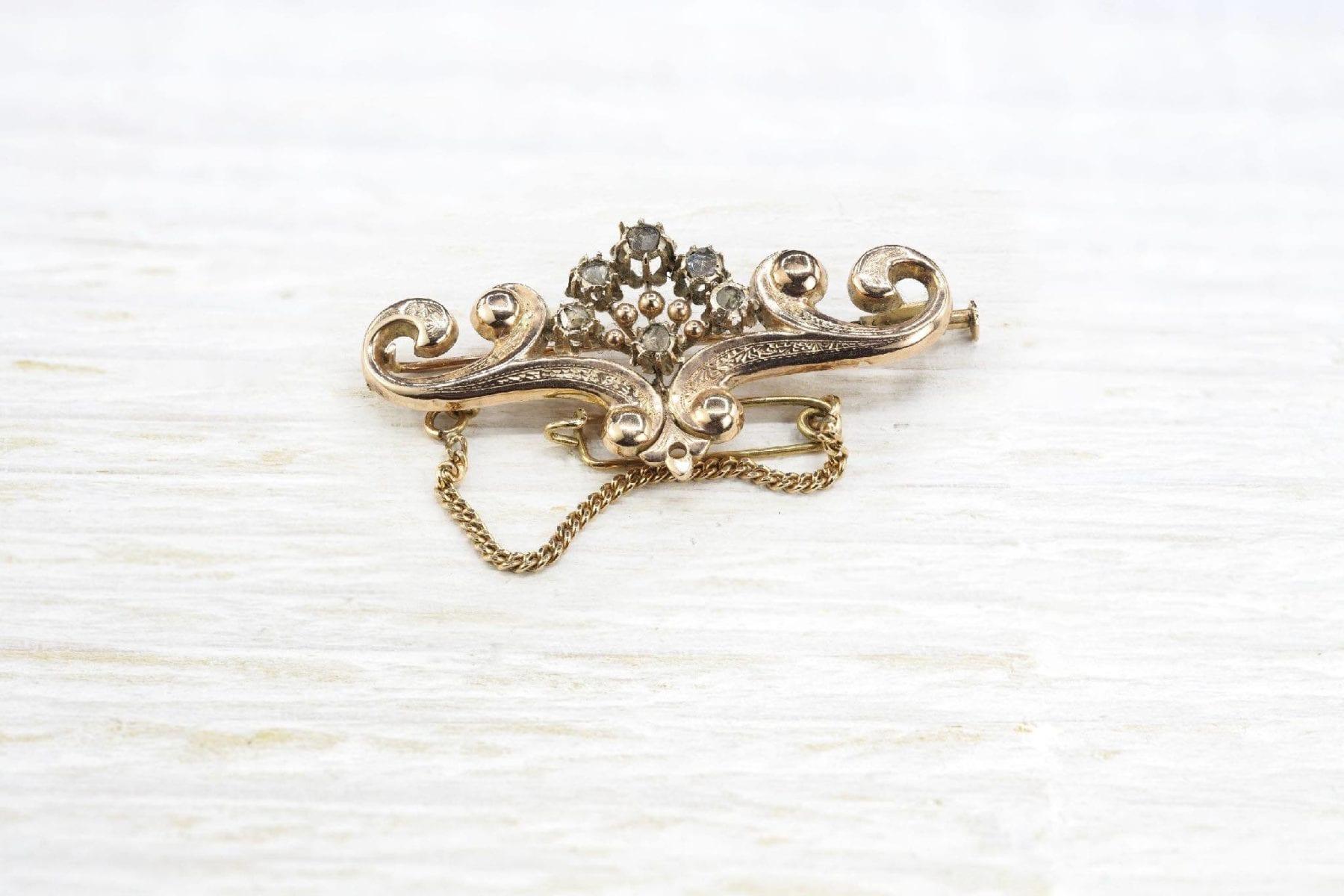 Broche 19e en or sertie de roses de diamant