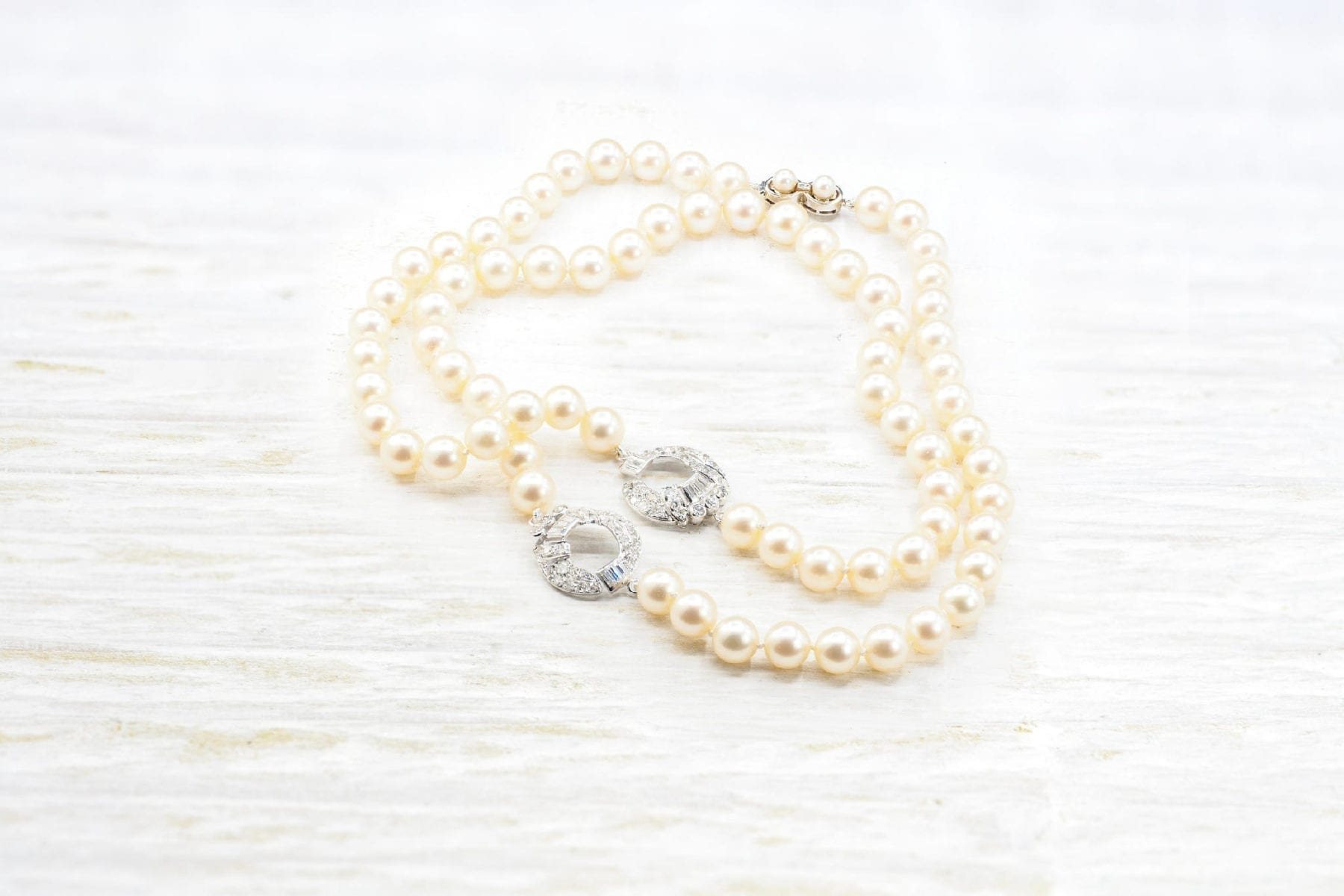 Collier de perles de culture fermoir en or blanc 18k