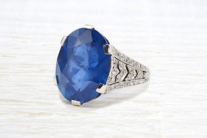Bague Art Déco 1920 saphir de Ceylan et diamants en platine
