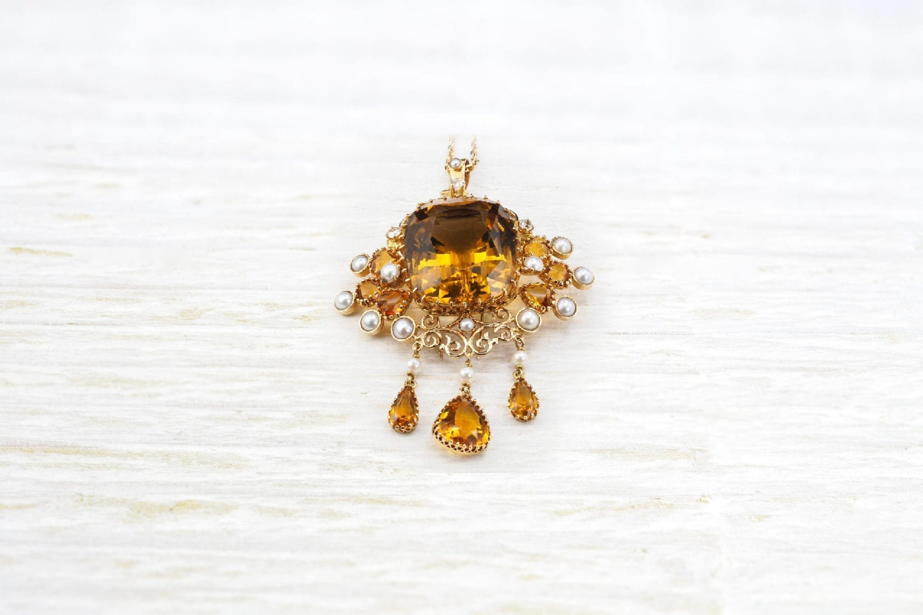 Broche citrine diamants et perles en or jaune 18k