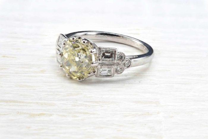 Bague solitaire diamant de taille ancienne en or blanc 18k