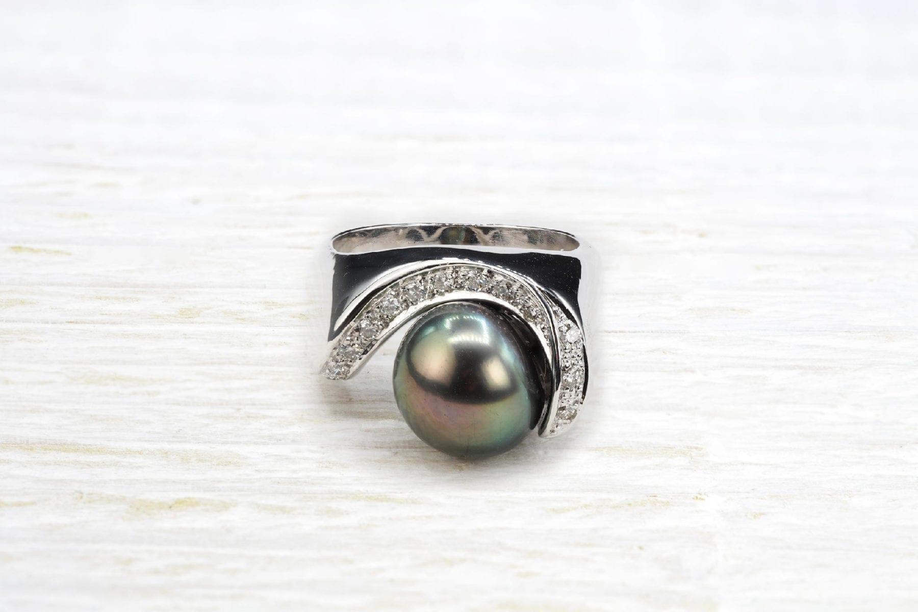 Bague perle de Tahiti et diamants en or blanc 18k