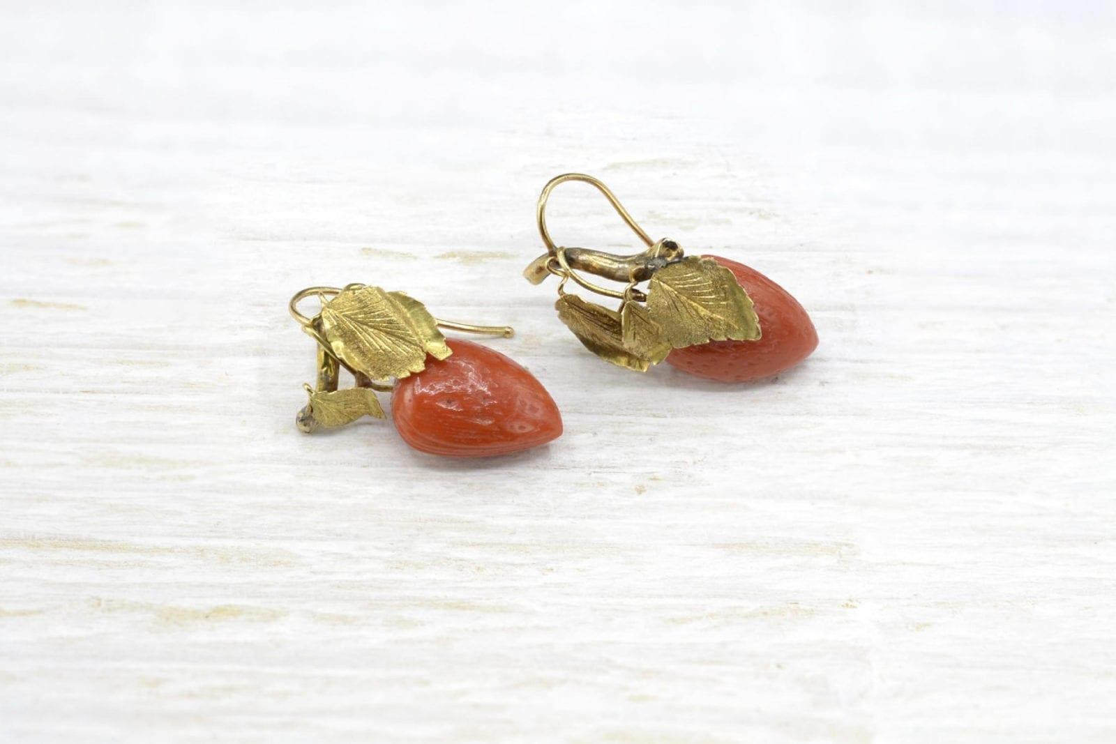 Boucles d'oreilles corail et or jaune 18k