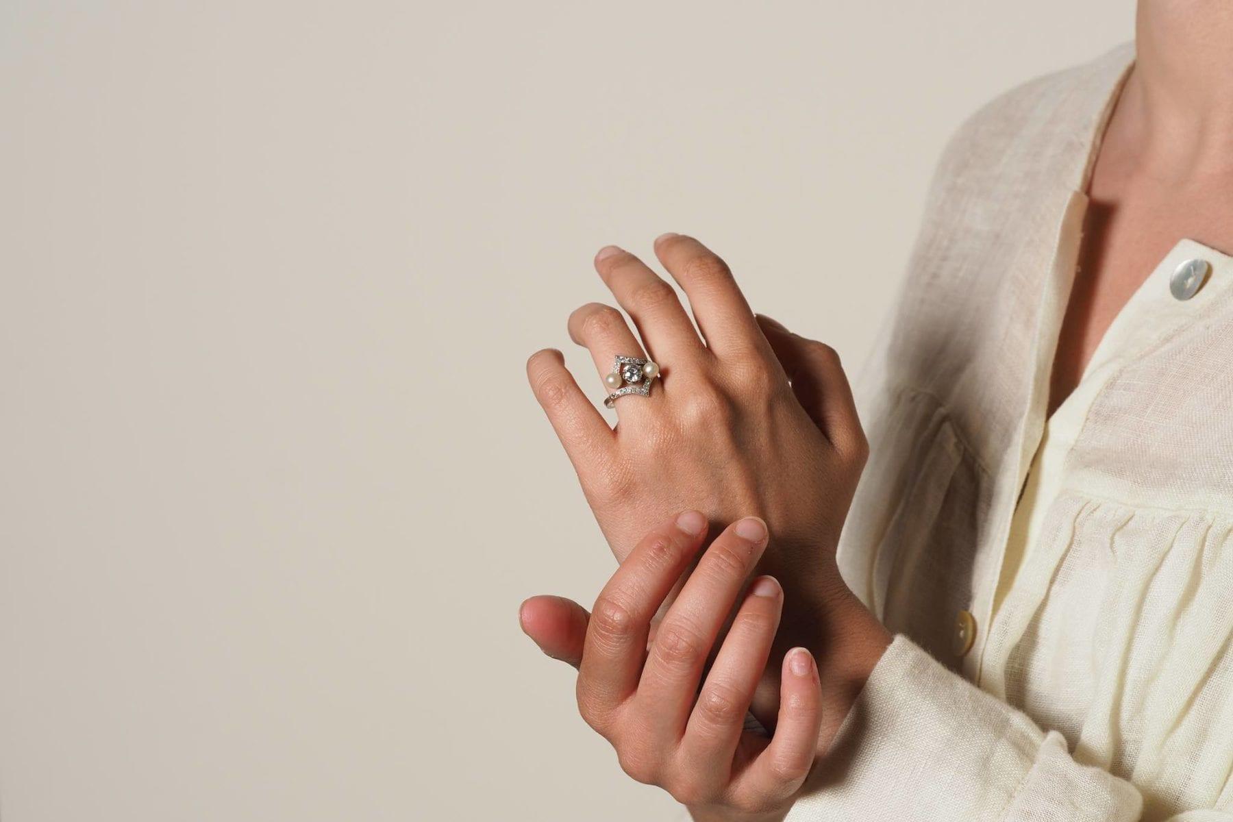 Bague diamant et perles en platine