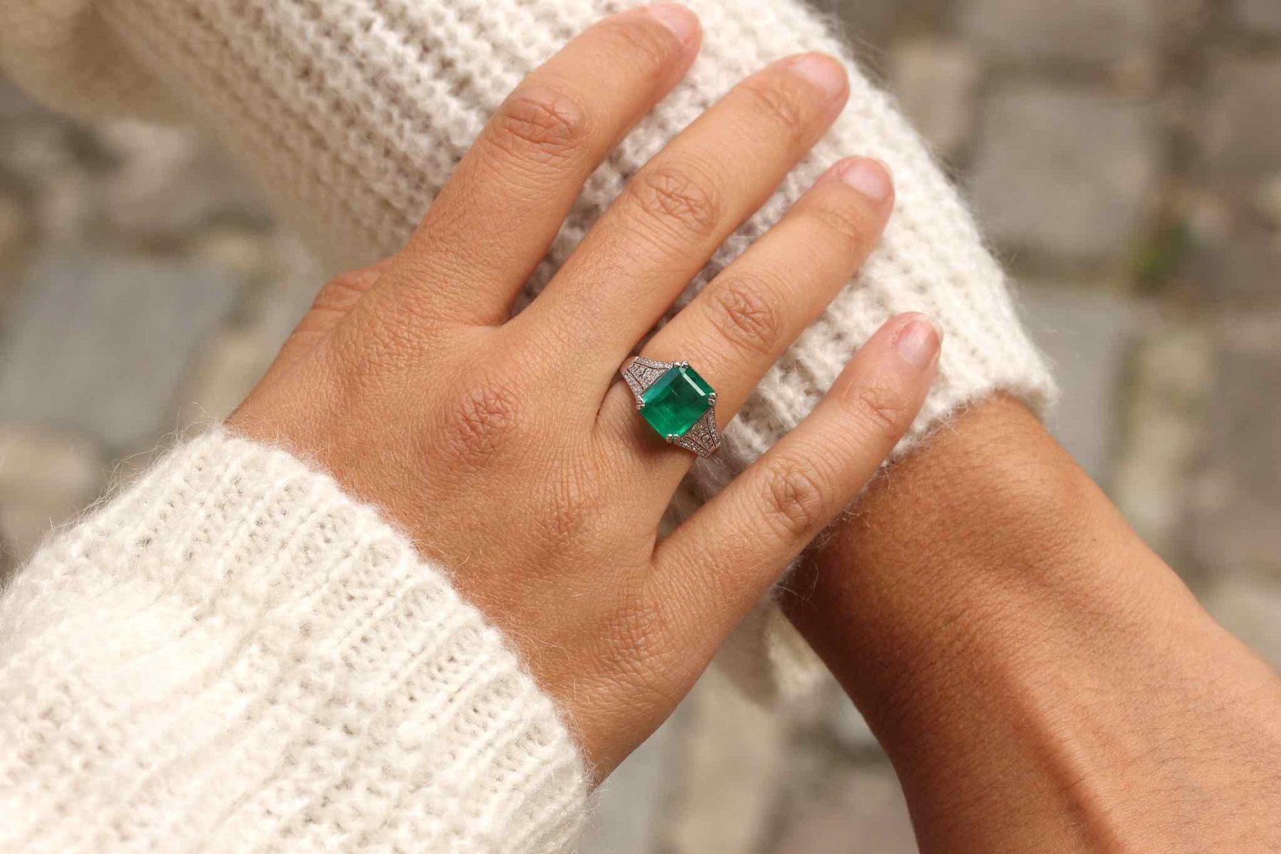 Bague émeraude et diamants en platine