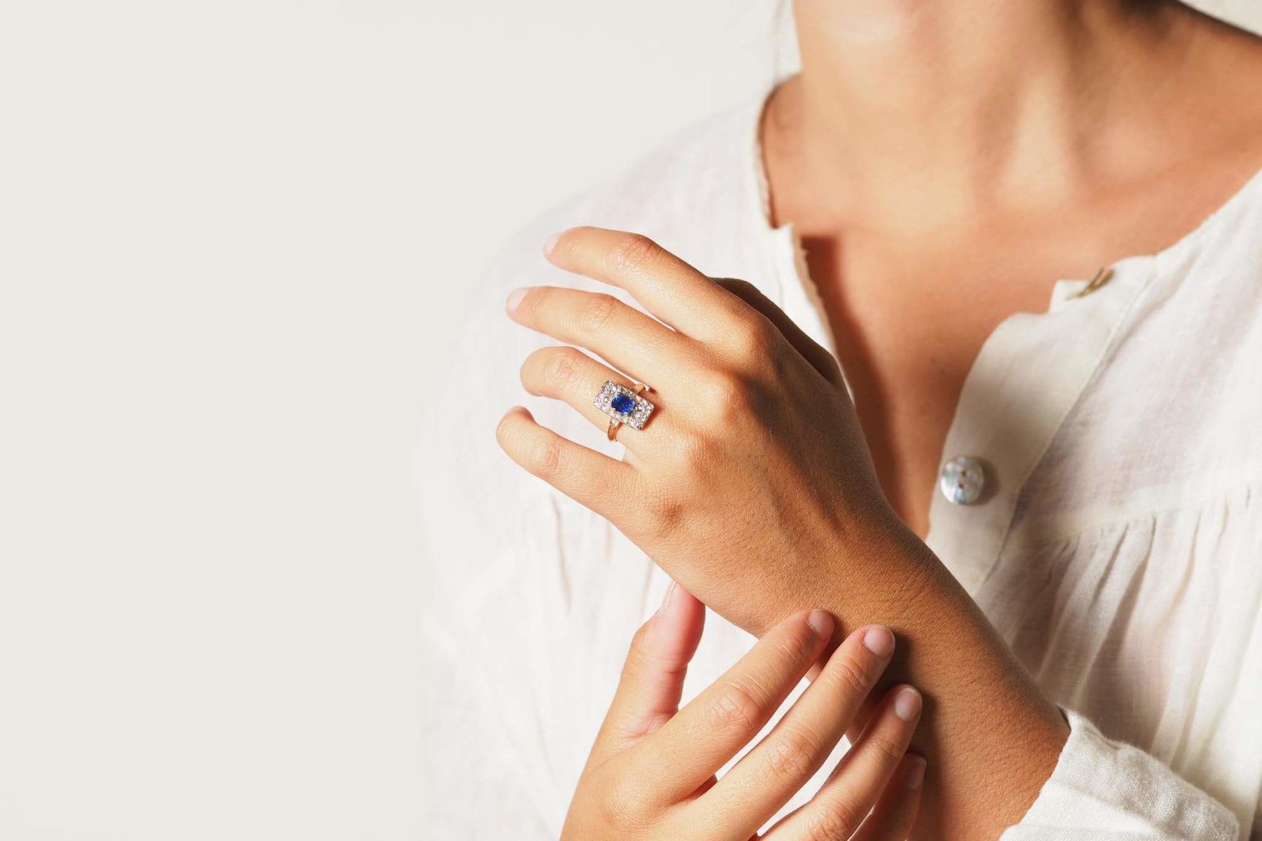 bague rectangle saphir diamants
