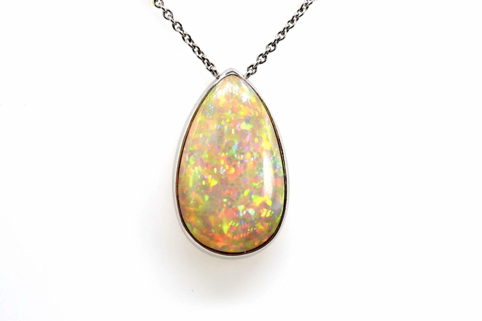 pendentif opale en or blanc 18k