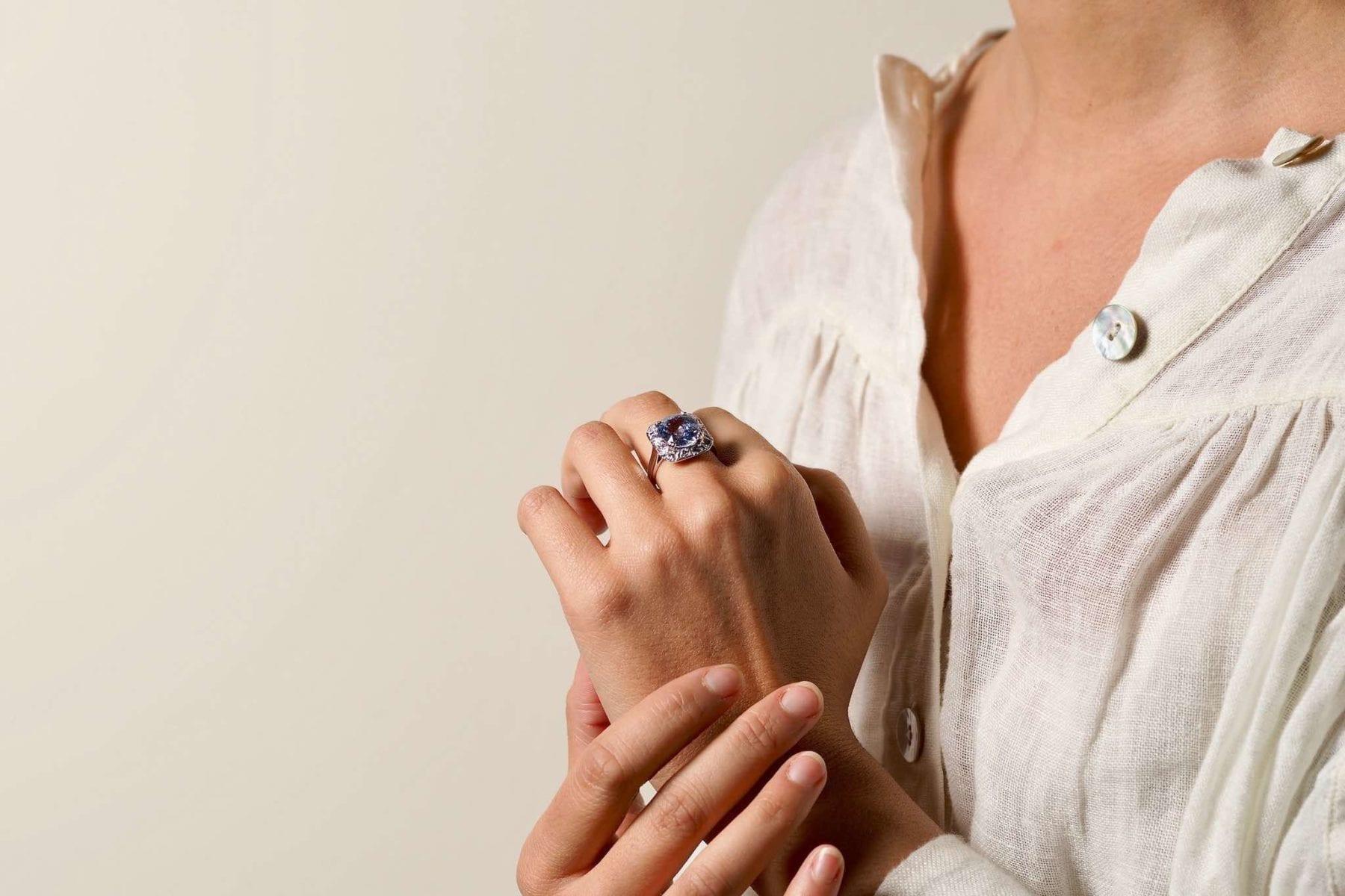Bagues saphir et diamants style vintage en or blanc 18k