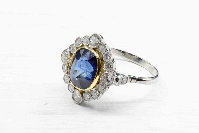 Bague saphir et diamants vintage en platine
