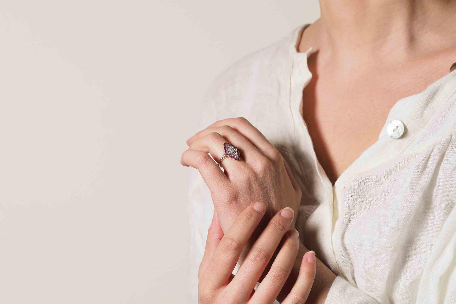 Bague losange diamants rubis en or jaune 18k