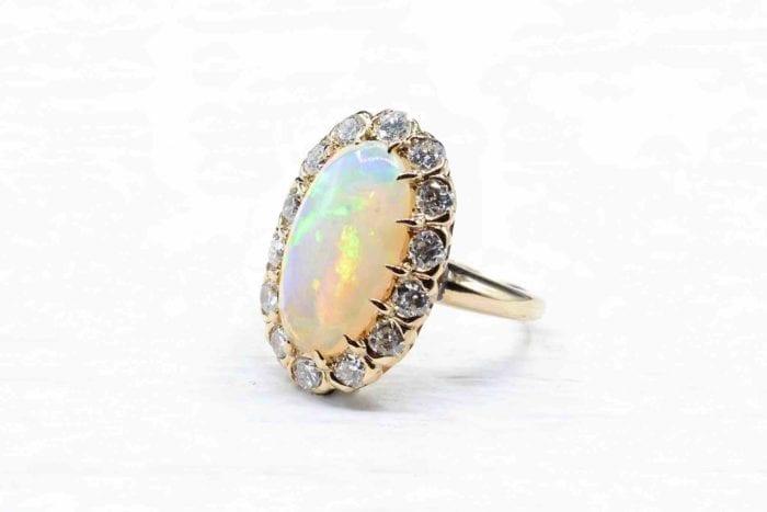 Bague opale diamants en or jaune 18k